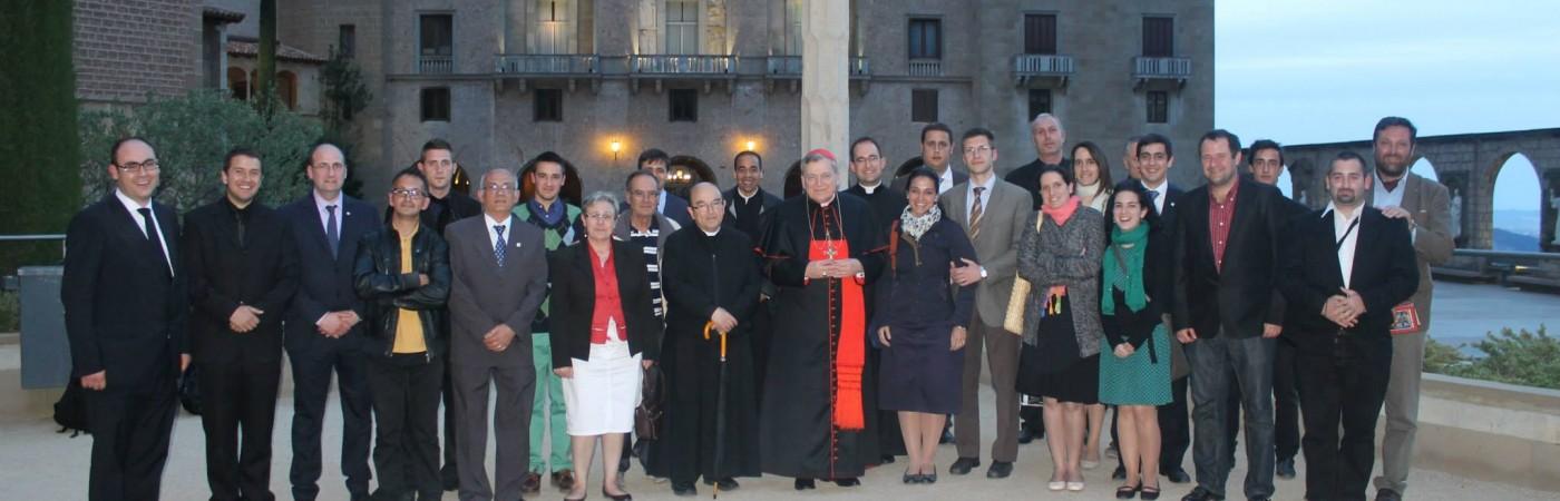 Parte de la organizacion JSJ con el cardenal