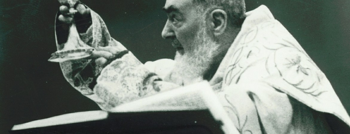 Padre Pio celebrando misa