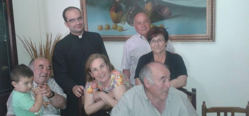 P.Antonio Mª Domenech con parroquianos