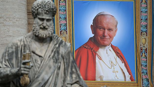 View of the tapestry showing a portrait of late Pope John Paul II hanged on the balconies of St Peter